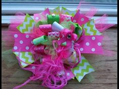 Awesome video for easy boutique funky fun hair bow. :)