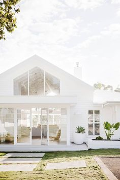 The mindblowing renovation that saw red brick house transformed is part of - Motheroffour Bonnie Hindmarsh, from Sydney, is onethird of Three Birds Renovations, a group of women who joined forces in 2014 to rebuild and refurbish rundown houses Home Renovation, Home Remodeling, Basement Renovations, Future House, Style At Home, Three Birds Renovations, White Houses, House Goals, Home Fashion