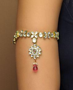 Check out designer flower design kundan armlet(Bajubandh). Indian Wedding Jewelry, Indian Jewelry, Bridal Jewelry, Indian Weddings, Modern Jewelry, Vintage Jewelry, Arm Bracelets, Head Jewelry, Bollywood Jewelry