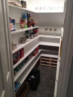 Kitchen Pantry Storage, Pantry Organisation, Pantry Ideas, Kitchen Redo, Home Decor Kitchen, Staircase Storage, Stair Storage, Closet Storage, House Furniture Design