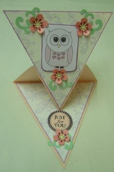 "Triangle-Easel Card by Chris Lee..... (she's got lots of different cards on here! Just click ""view all projects by member"" on the right)"