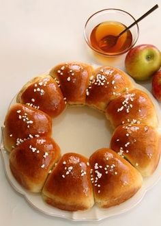 Sweet Challah without dairy Pastry Recipes, Bread Recipes, Dessert Recipes, Cooking Recipes, Desserts, Bread And Pastries, Sweet Bread, Food Design, Bread Baking