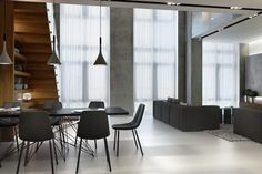 Как разбить единое пространство на несколько жилых помещений, чтобы каждое из них было достаточно просторным и в дневные часы имело источник естественного освещения?