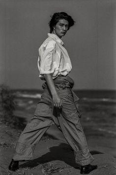 Shintaro Yuya by Kiyoe Ozawa Male Pose Reference, Outfits Hombre, Aesthetic People, Pretty Men, Aesthetic Photo, Looks Style, Life Drawing, Japanese Fashion, Beautiful Boys