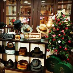 Navidad en Sombrereria Albiñana American Spirit, Love Hat, Hat Shop, Christmas Tree, Holiday Decor, Hats, Instagram Posts, Home Decor, Sombreros