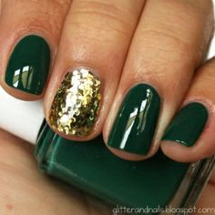 Simple Holiday nail art idea. Pinned by #PinkPad, the women's health app. pinkp.ad