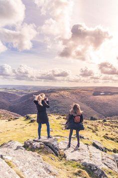 Dartmoor Walks: An Easy Hike to Sharp Tor (Dartmeet) Dartmoor Walks, Places To Travel, Places To See, Travel Around The World, Around The Worlds, Travel Europe Cheap, Travel Uk, Hiking Staff, Dartmoor National Park