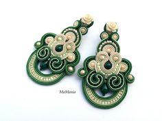 Soutache Earrings, Button Crafts, Shibori, Jewelry Design, Drawings, Handmade, Craft Ideas, Buttons, Diy Kid Jewelry