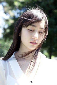 "coffeetable: ""Dots And Loops - mellowlike: 早見あかり (撮影:新津保建秀) """