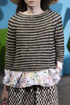 Daniela Gregis at Milan Fashion Week Spring 2020 Daniela Gregis at Milan Fashion Week Spring 2020 - Details Runway Photos Record of Knitting Yarn rotating, weaving and s. Mens Fashion Sweaters, Knitwear Fashion, Knit Fashion, Fashion Outfits, Milan Fashion Weeks, Fashion 2020, Knit Crochet, Fashion Design, Fashion Details