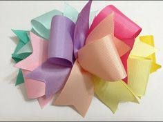 Huge hair bows are so popular right now, and you can make your own with this DIY tutorial. Diy Lace Ribbon Flowers, Diy Ribbon, Ribbon Crafts, Ribbon Bows, Fabric Flowers, Diy Hair Bows, Making Hair Bows, Diy Bow, Kanzashi Tutorial