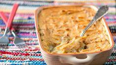 Lihaperunasoselaatikko on ihanaa arkiruokaa. Tarjoa seuraksi puolukkahilloa tai porkkanaraastetta.