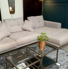 Odpoczywasz wspólnie z bliskimi na kanapie? 🛌Narożnik znajdziecie w salonie Design Studio w Warszawie Couch, Furniture, Home Decor, Settee, Decoration Home, Sofa, Room Decor, Home Furnishings, Sofas
