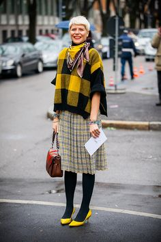 Plaid on plaid Librarian Style, Autumn Fashion 2018, Lookbook, Mixing Prints, Mode Style, Printed Skirts, Fashion Pictures, Modest Fashion, Street Style Women