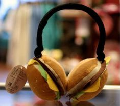 Strap on the ultra comfortable cheeseburger earmuffs and use junk food for something other than clogging your arteries. These comfy and savory looking earmuffs come with all the fixings you need to bundle up and stay warm - all on two plump cotton buns. Ed's Easy Diner, Crazy Burger, Minions, Burger Restaurant, Kawaii Accessories, Weird Food, Cool Inventions, Good Enough To Eat, Food Humor