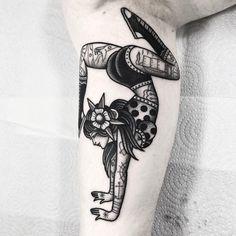 Tatto Old, Old Tattoos, Pin Up Tattoos, Time Tattoos, Skull Tattoos, Tattoos For Guys, Sleeve Tattoos, Tattoos For Women, Tatuagem Pin Up