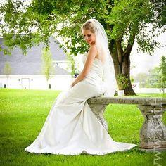 Beautiful Summer Bride Www.kathallphotos.com  #4thofjuly # Northernkentucky #Nkyphotographer #Cincinnatiphotographer #summerwedding #julywedding #weddingdress