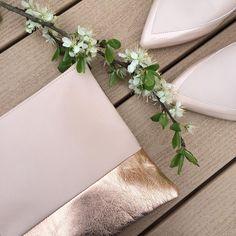 Pochette l'Amoureuse cuir rose poudré Made in France 45€ disponible sur www.l-amoureuse.fr