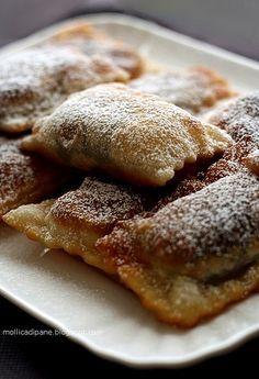 Calzoncelli dicastagne Italian Cake, Italian Cookies, Italian Desserts, Mini Desserts, Cookie Desserts, Italian Recipes, Cookie Recipes, Vegan Recipes, Chestnut Recipes