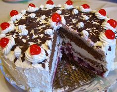 Black Forest cake (Schwarzwälder Kirschtorte) typically consists of several layers of chocolate cake, with whipped cream and cherries between each layer. This is the best cake ever! We had it as our wedding cake. German Cakes Recipes, German Desserts, Cake Recipes, Dessert Recipes, Russian Recipes, Recipes Dinner, Bread Recipes, Bolo Vegan, Vegan Cake