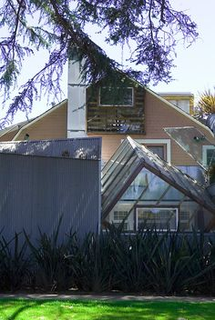 Image 12 of 21 from gallery of Gehry Residence / Frank Gehry. Photograph by Liao Yusheng