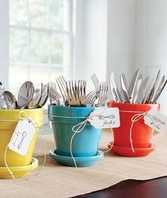 Colorful flowerpots make cheery cutlery caddies for a buffet. So everything is perfectly clear (and perfectly cute), tie a labeled price tag onto each pot. Bbq Party, Brunch Party, Fiesta Party, Easter Brunch, Easter Party, Party Fun, Outdoor Table Settings, Outdoor Dining, Outdoor Buffet