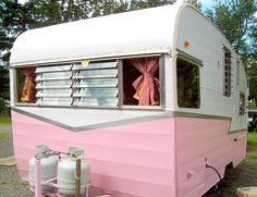 '60s Shasta trailer....pink!  WANT WANT WANT