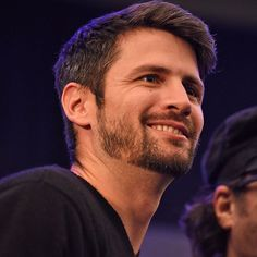 More pictures of @thisisjameslafferty at the #bttr convention in Paris. He's so beautiful, always smiling, I love these pictures of him. Credit  @roster_con #jameslafferty #onetreehill #nathanscott #oth