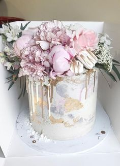 Best wedding cakes of 2018 | White barely there dripping cake with driping gold and blush peonies #weddings #weddingcake #cake #weddingcakes #wedding #weddingideas #weddinginspiration