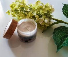 Wear a youthful glow with this Vanilla-Vitamin E Face Cream. Vanilla oil is an excellent antioxidant and relaxant while Vitamin E, helps do away with dead skin while keeping the skin soft, supple a…