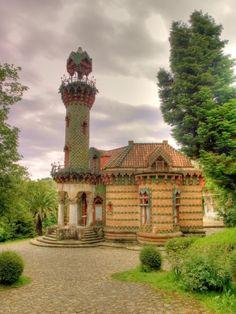 Восточный стиль Эль Каприччо подчеркивается башней, стилизованной под минарет