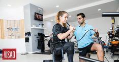 Chama-se EMS (eletroestimulação) e é a nova tendência nos ginásios, usada por celebridades e desportistas http://visao.sapo.pt/actualidade/sociedade/2018-03-07-A-nova-moda-de-ir-ao-ginasio-e-levar-choques-eletricos