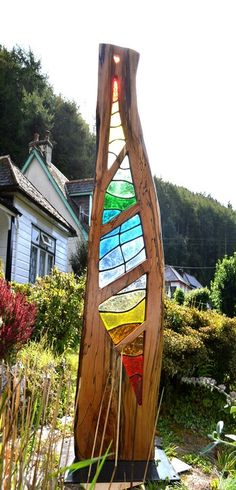 Mea--Stained Glass & Wood Art Sculpture I'm learning stained glass, do this ca. - Mea–Stained Glass & Wood Art Sculpture I'm learning stained glass, do this caught my eye - Broken Glass Art, Sea Glass Art, Stained Glass Art, Mosaic Glass, Fused Glass, Wood Mosaic, Wood Glass, Glass Art Design, Glass Garden Art