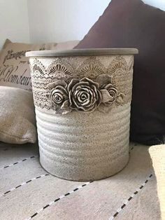 Clay Mold Appliques for Tin Can Planters: A Vintage Craft - Unique Balcony & Garden Decoration and Easy DIY Ideas Aluminum Can Crafts, Tin Can Crafts, Crafts To Make, Arts And Crafts, Tin Can Art, Home Crafts, Diy Crafts, Iron Orchid Designs, Upcycled Crafts