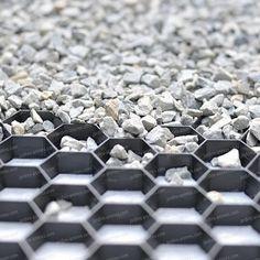Stabilisateur de gravier drainant et 100% recyclé Les plaques remplies de gravier permettent une pose jusqu'à une pente de 20%.