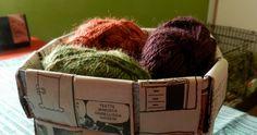 Punottu kori sanomalehdestä Kierrätä päivän lehti hyötykäyttöön - tee kori Maakuntalehden yhden päivän numerosta saa yhden korin. ... Coffee Bags, Korn, Craft Ideas, Crafts, Coffee Sacks, Manualidades, Diy Ideas, Handmade Crafts, Arts And Crafts