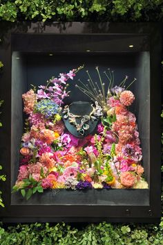 Boucheron Displays Jewels in Tokyo   Great window display idea.