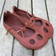 Barefoot Shoes, How To Make Shoes, Casual Heels, Water Shoes, Leather Working, Me Too Shoes, Fashion Shoes, Emo Fashion, Shoe Boots