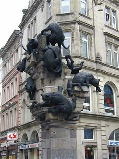 Monument honoring the homeless cats in Braunschweig, Germany