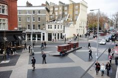The Shared Space Principe gives new ways to use the streetscape without sign regulating the traffic. This picture is taken in London.