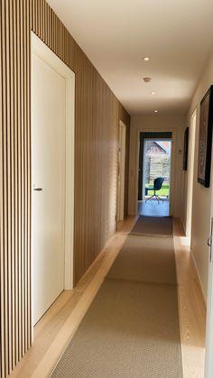 WoodUpp - Do-it-yourself wooden walls - Find inspiration Wood Slat Wall, Wooden Wall Panels, Wood Slats, Wooden Walls, Wood Paneling, Oak Panels, Wood Headboard, Acoustic Panels, Grey Wood