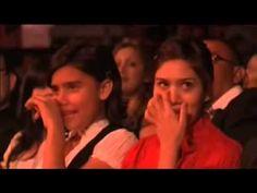 Jesus Adrian Romero Cantando a sus hijas - YouTube