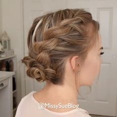 Wonderful Screen Braided hairstyles videos Thoughts Braided hairstyles are incredibly preferred nowadays. Easy Updos For Medium Hair, Medium Hair Styles, Short Hair Styles, Easy Updo For Work, Updos For Fine Hair, Casual Updos For Long Hair, Short Hair Makeup, Blonde Hair Makeup, Hollywood Hair