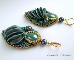 These Statement Green Gray Bridal shibori earrings are made in the technique of embroidery beads and handmade silk ribbon shibori. They will complement your dress or blouse and you will have success and a lot of compliments. Also bridal shibori earrings can be an addition to the