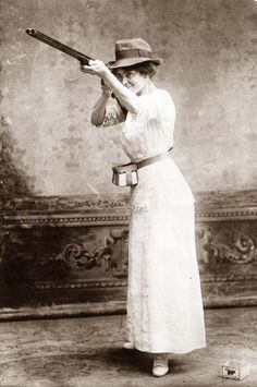 """Dressed for Trapshooting, 1914 This lady liked her gun. _""""Caint get a man with a gun"""""""
