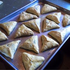 Spinach fatayir are a family favorite. My husband's grandmother made legendary fatayir, and while her recipe may be lost forever, m. Lebanese Cuisine, Lebanese Recipes, Greek Recipes, Raw Food Recipes, Cooking Recipes, Easy Cooking, Spinach Fatayer Recipe, Spinach Pie, Spinach Recipes