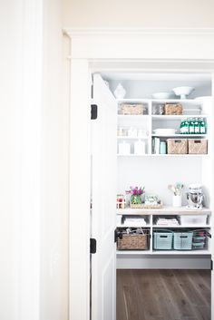 Organize your pantry with these spring cleaning tips & tricks. Vintage Laundry Room, Vintage Laundry, Organization, Pantry, Kitchen Organization, Closet Makeover, Spring Cleaning Hacks, Cleaning Hacks, Diy Cleaning Products Recipes