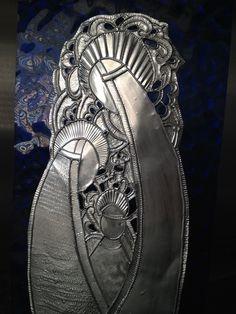 Pesebre repujados en aluminio sobre vidrio de Carolina VP Christmas Clay, Christmas Nativity, Spanish Holidays, Metal Embossing, Nativity Scenes, Clay Crafts, Vintage Postcards, Metal Working, Pewter