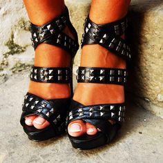 Today's post details! Blondieanchors.com #stevemadden #shoesaddiction #sandals #spikes #fashionblog #fashionista #instalook #instafashion #style #bloggerbilbao #bilbao #sandals