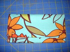 DIY Envelope for grocery money! Diy Cash Envelope Wallet, Cash Envelope System, Cash Envelopes, Sewing Tutorials, Sewing Crafts, Sewing Projects, Homemade Envelopes, How To Make An Envelope, Wallet Tutorial